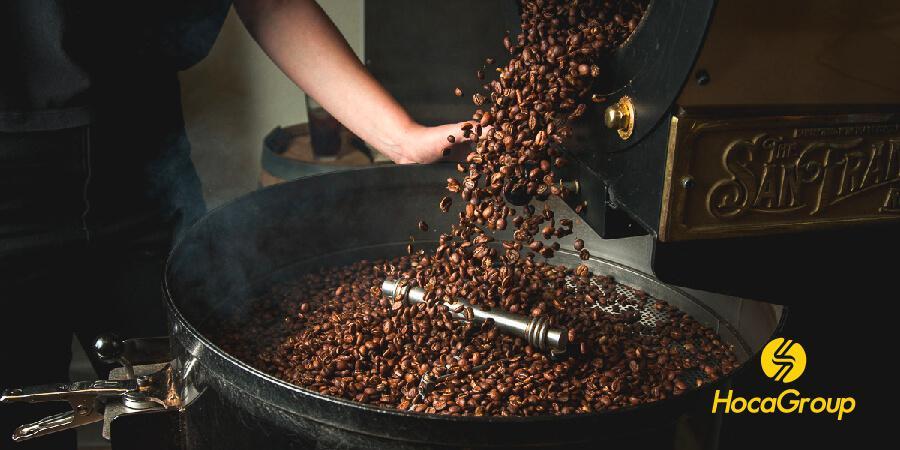 Hạt cà phê trong máy rang